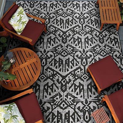 geometric pattern area rug